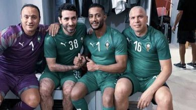 "Photo of محمد رمضان ""متواضع"" بجوار أبو تريكة في المغرب ضمن مباراة ""نجوم أفريقيا والعالم"" (فيديو)"